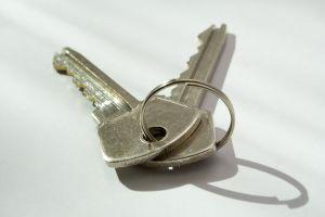 Alacsonyabb kamatok mellett nemcsak a lakáshitelhez, de a kulcsokhoz is könnyebben hozzájutunk